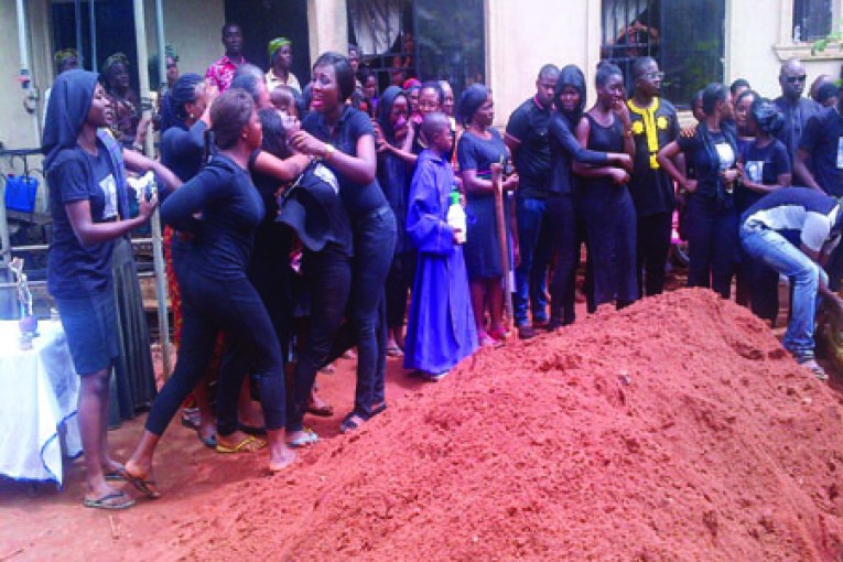 Farewell-Oluchi-Anekwe...Sisters-and-friends-wailing-at-the-grave-side