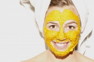 model with tumeric facemask-beautyfulmakeover