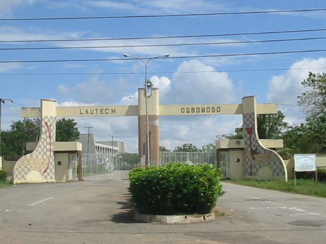 LAUTECH students embark on mass protest demand re opening of the institution