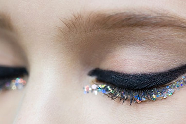 glitter-under-eye-acadaextra