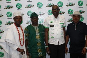 L-R The Olu Aga, Aga Olowo, Oba Kusoro Kayode, Ogun State Commissioner for Culture and Tourism, Muyiwa Oladipo, Globacom's National Sales Coordinator, Lagos/Ogun, Mr. Akeem Kazeem and Secretary to the Government of Ogun State, Barrister Taiwo Adeoluwa at the Abeokuta edition of the mega comedy show, Glo Laffta Fest on Sunday.