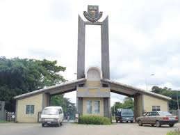OAU Lecturers, workers in violent protest over court remand of ex-VC
