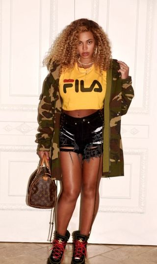 beyonce-on-crop-top-acadaextra