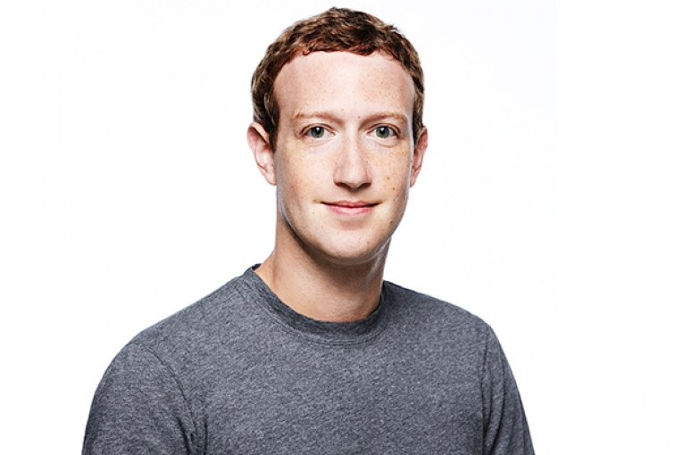 mark-zuckerberg-vr-apologize-acadaextra
