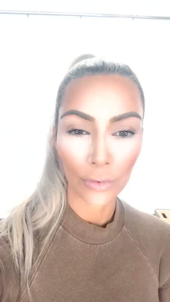 kim-kardashian-west-baking-face-acadaextra