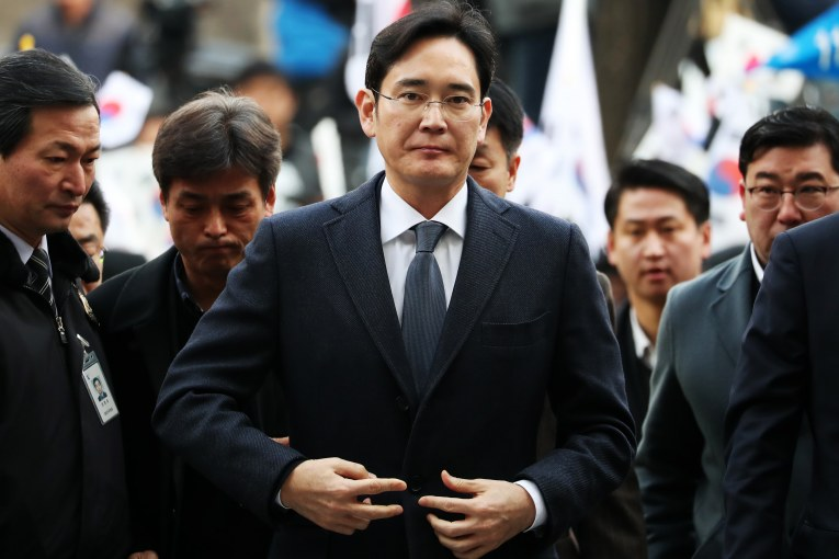 Jay Y. Lee, co-vice chairman of Samsung Electronics Co., center, arrives at the Seoul Central District Court in Seoul, South Korea, on Thursday, Feb. 16, 2017. South Korean prosecutors are again seeking to arrest Lee, citing new allegations of bribery and dealing another blow to a business empire mired in a nationwide corruption scandal. Photographer: SeongJoon Cho/Bloomberg via Getty Images