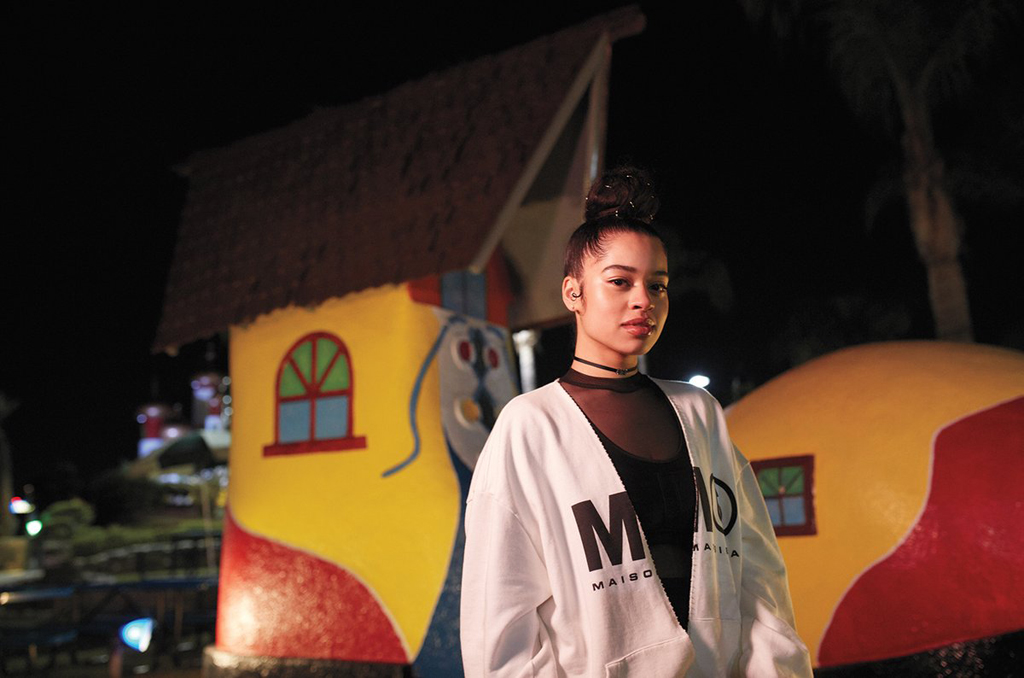 ELLA MAI CLOSES UP ON BEYONCE, ACHIEVES RADIO CHARTS MILESTONE NOT REACHED SINCE BEYONCÉ IN 2012