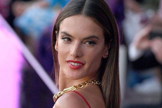Leave It to Alessandra Ambrosio to Make Grocery Shopping in Overalls Look SuperChic