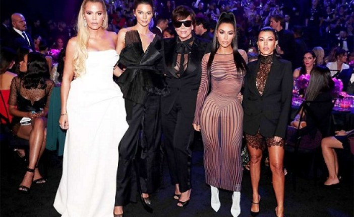 Checkout the Kardashian/Jenner's Looks at the E! People's Choice Awards