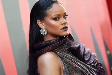 Rihanna Files Lawsuit against her Father, says He exploited Her name