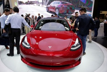 Elon Musk: Robots will Drive a Network of Tesla Taxis from 2020