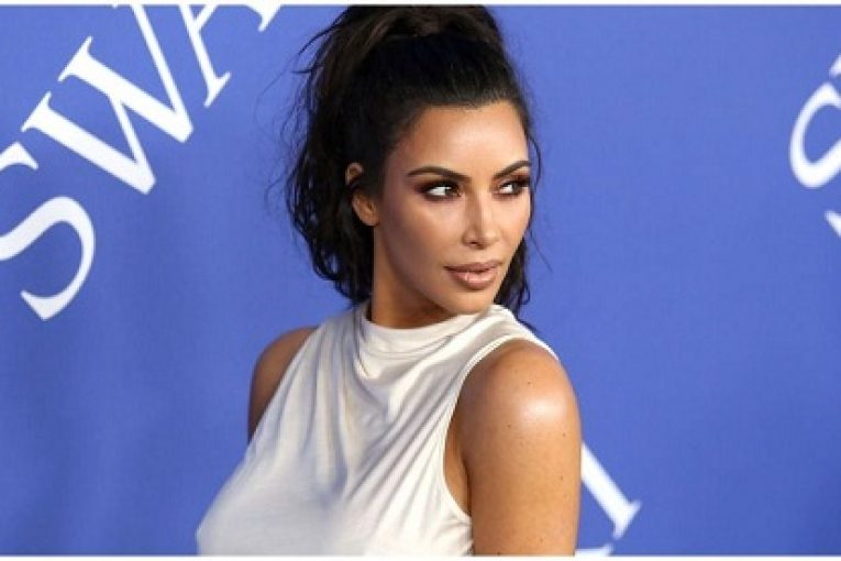 ccelebritiesfotoKim-Kardashians-Sexy-New-Photo-On-Instagram-Garners-More-Than-One-Million-Likes