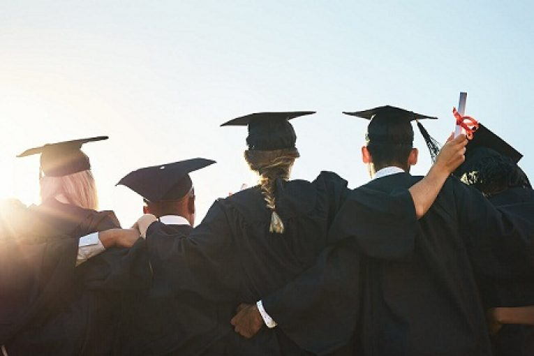 group-students-graduationcapgown-diploma_SLR18157_Applying-to-Graduate-School_858462408_is