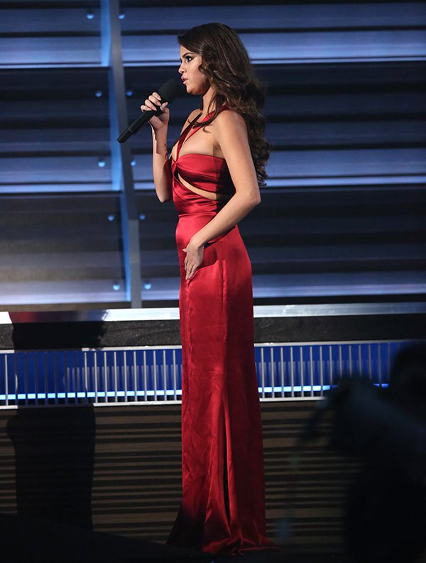 selena-gomez-best-dressed-red-dress-grammys-2016-ftr