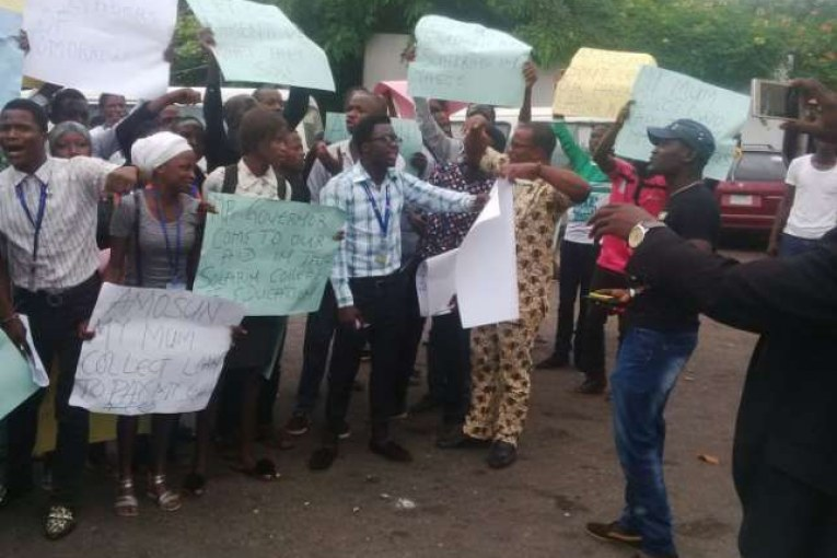 Tai Solarin Students Protest Non-Payment of Lecturers Salaries-Acadaextra