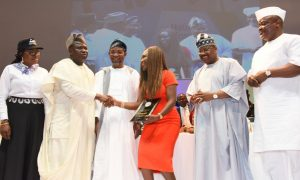 Lagos State Governor, Mr. Akinwunmi Ambode (2nd left); congratulating Chief Executive Officer, House of Tara International, Mrs. Tara Fela-Durotoye (3rd right), after being presented with the award of  2016 Inspirational Woman of the Year during the opening ceremony of the 16th National Women Conference
