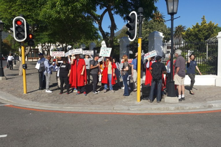 South African Fees Protests force Universities to adopt alternative teaching means