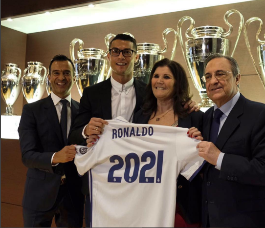 Cristiano Ronaldo officially puts pen-to-paper on new £500,000 Real Madrid deal