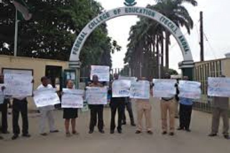 FCE Akoka suspends Students Union Government after Students' Protest-acadaextra