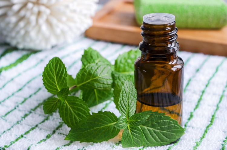 Beauty Tips: Cure Your Headache Within Minutes  With This Essential Oils