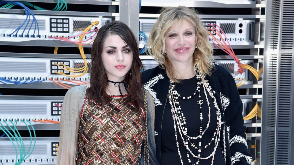 PARIS, FRANCE - OCTOBER 04:  Frances Bean Cobain and Courtney Love attend the Chanel show as part of the Paris Fashion Week Womenswear Spring/Summer 2017  on October 4, 2016 in Paris, France.  (Photo by Pascal Le Segretain/Getty Images)