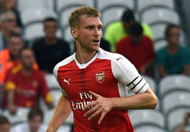 Mertesacker signs Arsenal contract extension