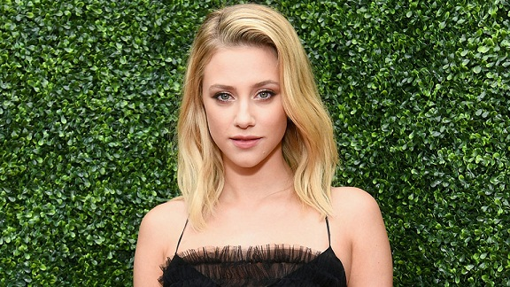 This is How Lili Reinhart Conceals Her Pimples Without Making Them More Noticeable