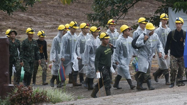 All 13 Rescued from Flooded Thai cave - navy SEAL unit
