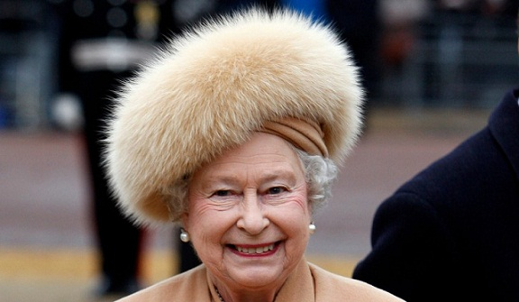 Queen of England will no longer Wear Fur in Her New Outfits