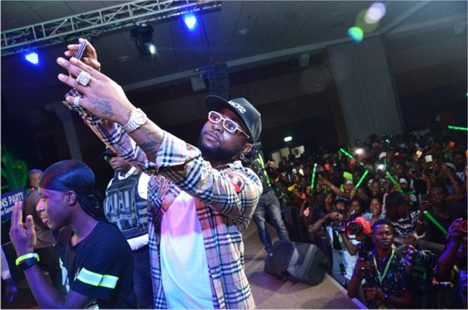 Infinix, Davido Good Times at 2019 12 12 Xfans Party.
