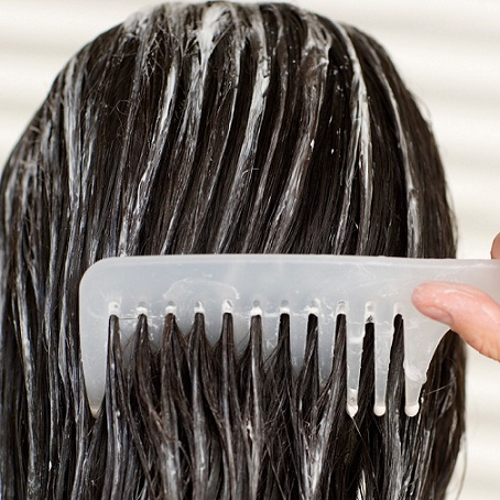 Here's How to Deep Condition Hair (Plus 5 Masks You Can DIY at Home)