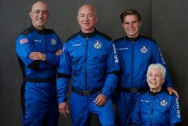 Jeff Bezos And 3 Crewmates Travel To Space And Back In Under 15 Minutes