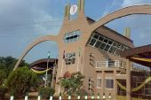 UNIBEN stops N20,000 Fee as Students Forced VC to Walk